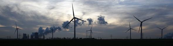 transitiuon énergétique : éoliennes et centrales nucleaires