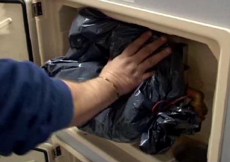 sac contenant des billes de polystyrene pour isoler son compteur d'eau