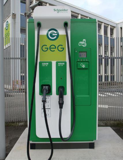 Borne De Recharge >> Breve Une Borne De Recharge Rapide Testee A Grenoble Eco Co2