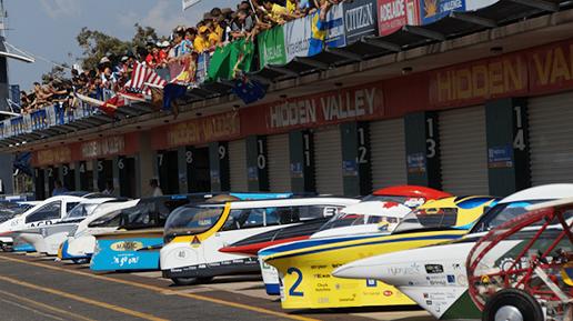 course de voitures solaires