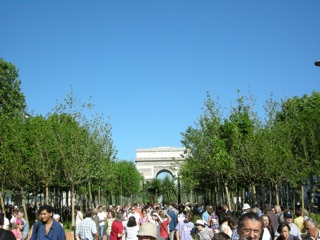 champs elysees verts arc triomphe