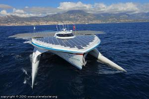 Turanor PlanetSolar le plus grand catamaran solaire du monde