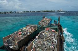 transport d'ordures vers Thilafushi