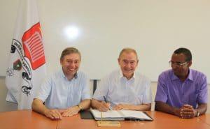 Signature du partenariat entre EcoCO2 et Saint Laurent du Var pour le projet Watty à l'école