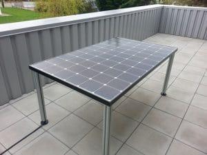 Table de jardin solaire
