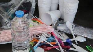 Produits plastiques à usage unique
