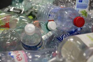 Collecte des bouteilles en plastique